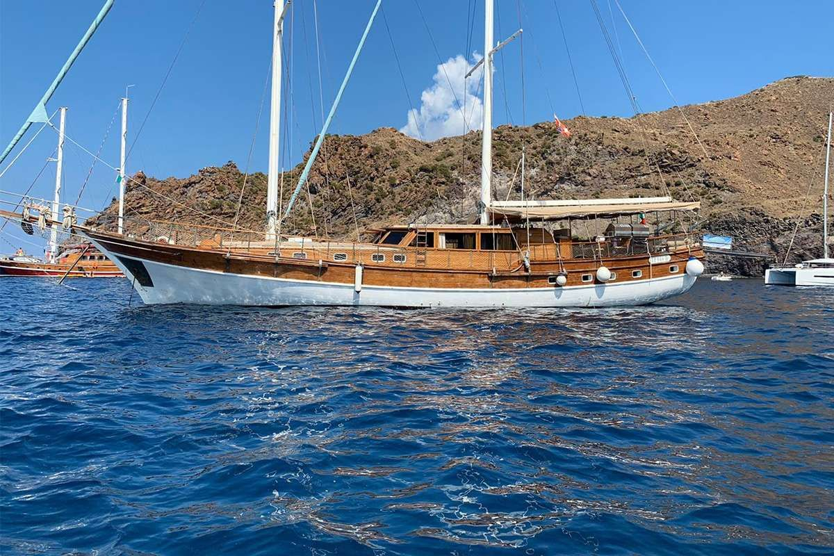HANDE CAPO GALERA Yacht Charter - Ritzy Charters