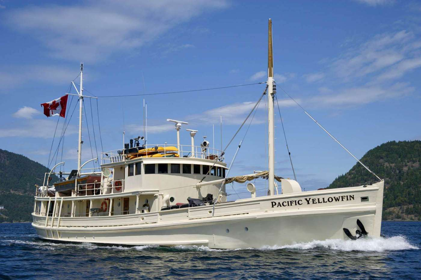 PACIFIC YELLOWFIN Yacht Charter - Ritzy Charters