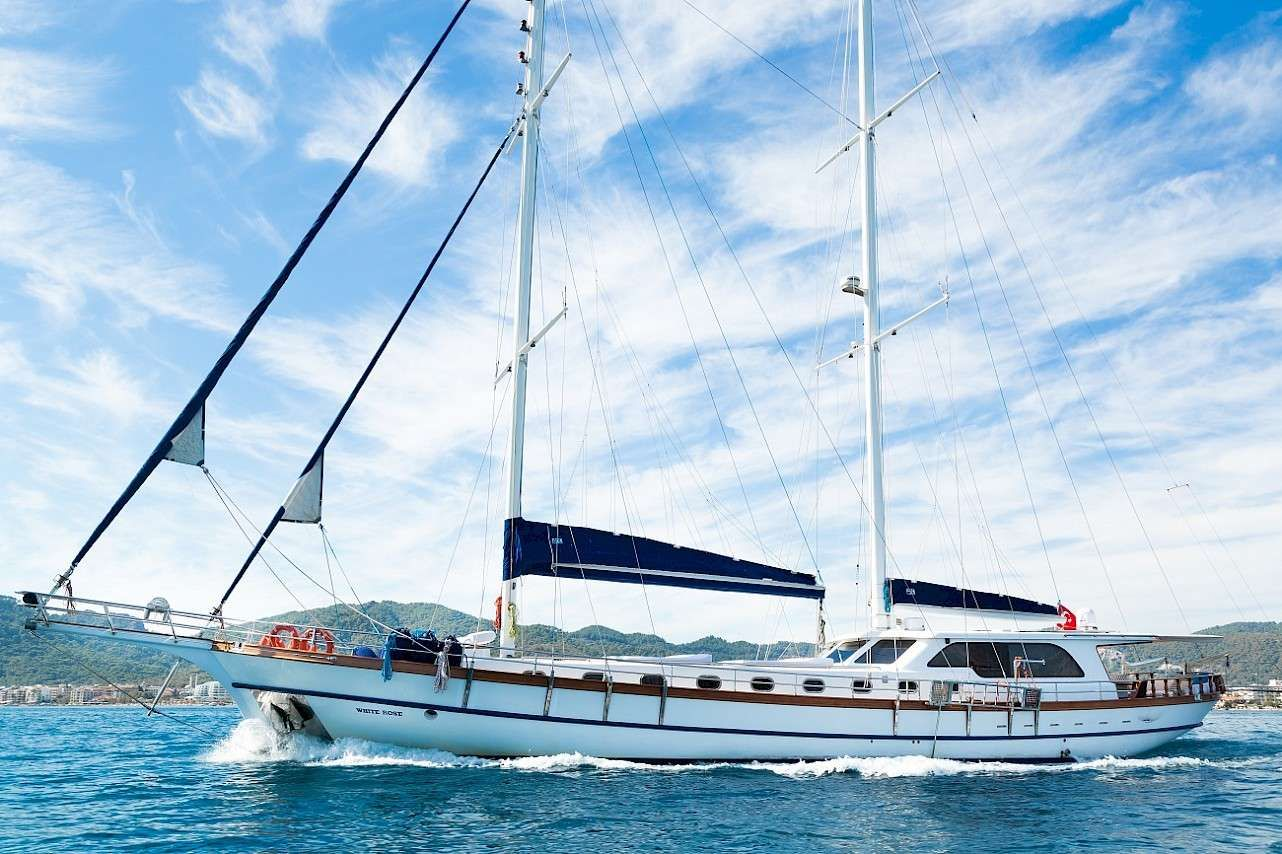 WHITE ROSE Yacht Charter - Ritzy Charters