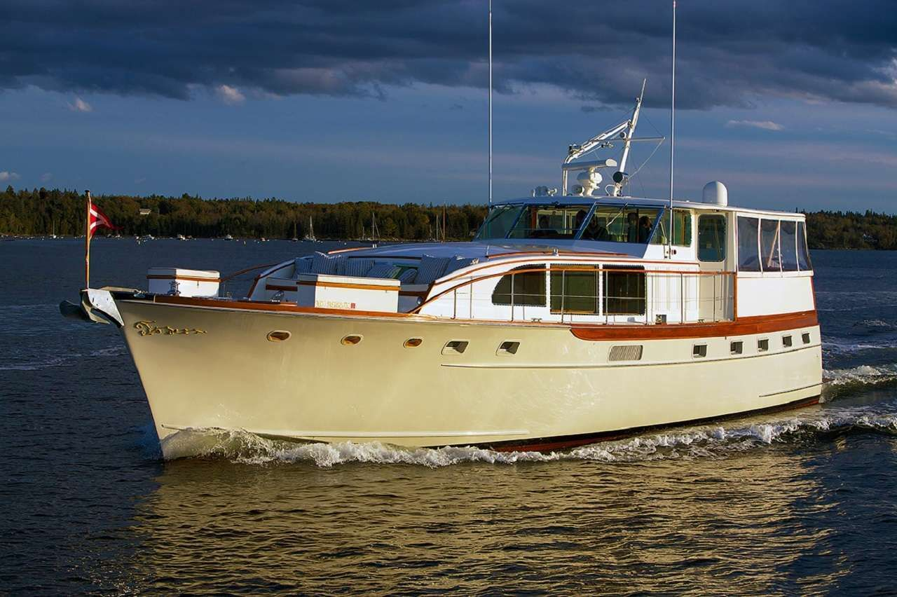 SOMERSET Yacht Charter - Ritzy Charters