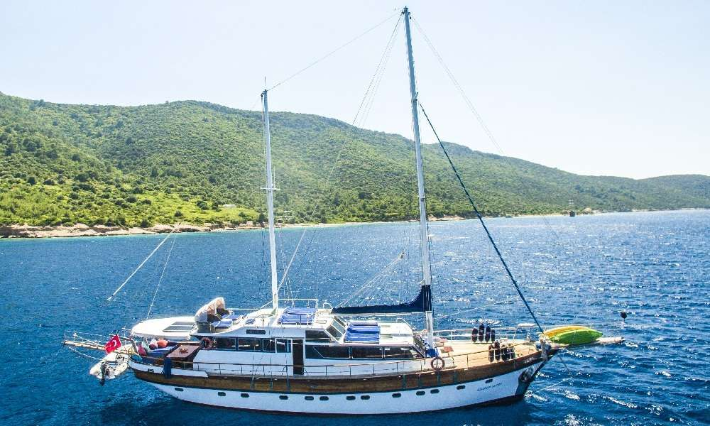 Golden Glory Yacht Charter - Ritzy Charters