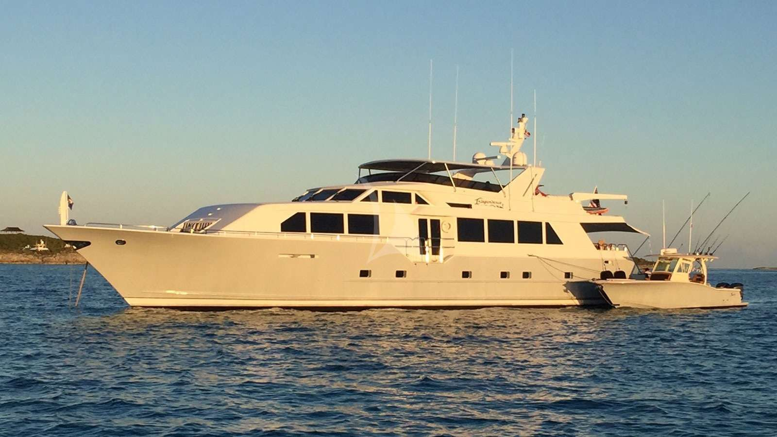 INDEPENDENCE 3 Yacht Charter - Ritzy Charters