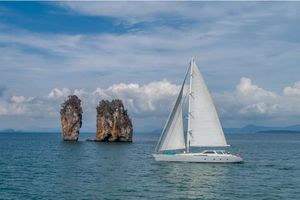 Yacht Charter SILVERLINING   Ritzy Charters