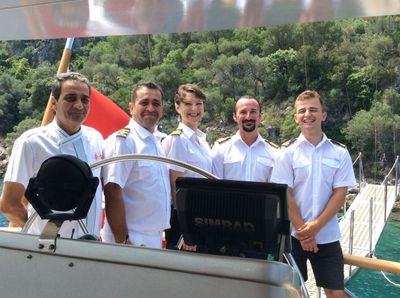 Yacht Charter SILVERMOON Crew