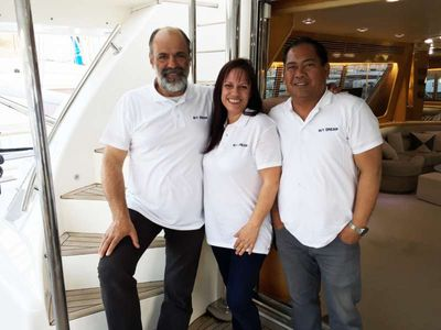 Yacht Charter DREAM Crew