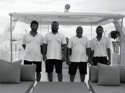 Yacht Charter OVER REEF Crew