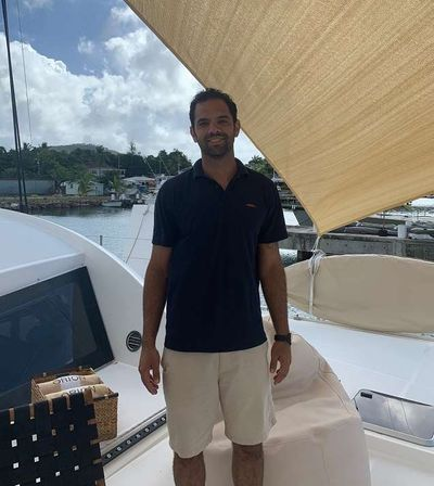 Yacht Charter ORION 90 Crew
