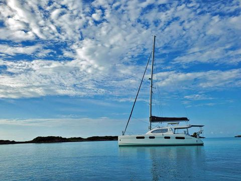 Yacht Charter THE SPACE BETWEEN | Ritzy Charters