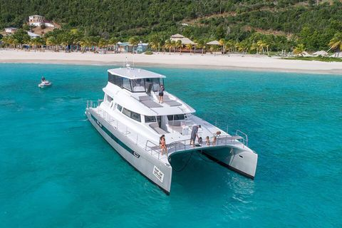 Yacht Charter VOYAGE 650 Power Cat | Ritzy Charters