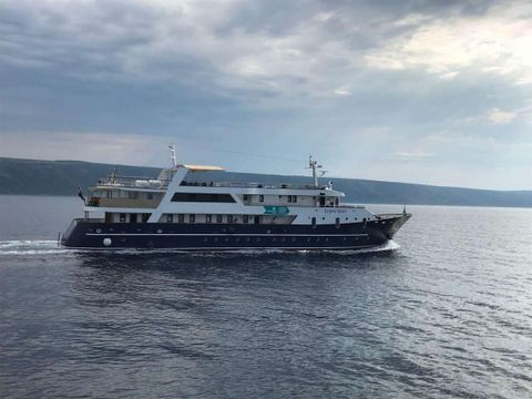 Yacht Charter LUPUS MARE   Ritzy Charters