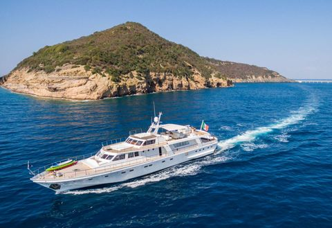 Yacht Charter NAFISA | Ritzy Charters