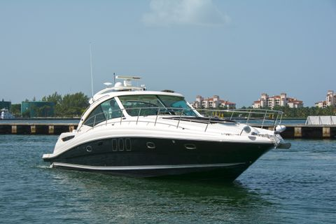 Yacht Charter PIER PRESSURE | Ritzy Charters