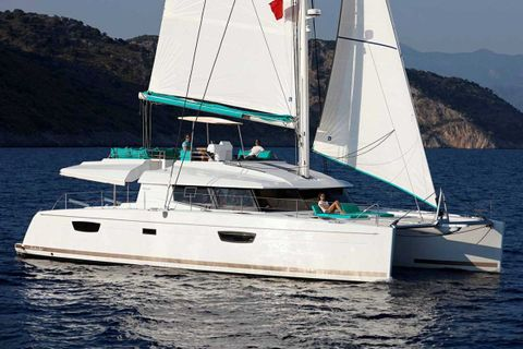 Yacht Charter Luxury TW60 4 Cabin Premium | Ritzy Charters