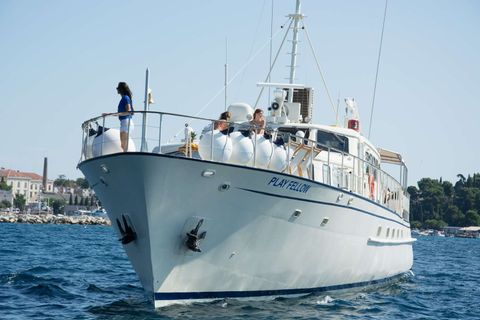Yacht Charter Play Fellow | Ritzy Charters