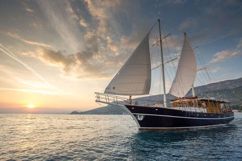 Yacht Charter Altair | Ritzy Charters