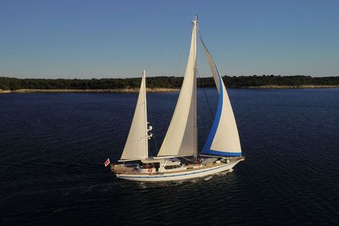 Yacht Charter Free Wings | Ritzy Charters