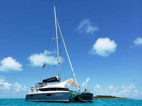 Yacht Charter Ghost | Ritzy Charters