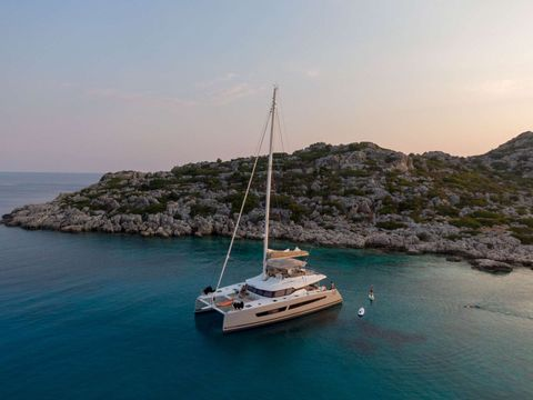 Yacht Charter SERENISSIMA | Ritzy Charters