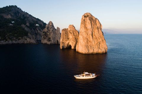 Yacht Charter Entrancer | Ritzy Charters