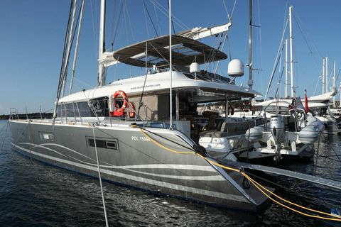 Yacht Charter Spirit of Adventure Lagoon 620 | Ritzy Charters