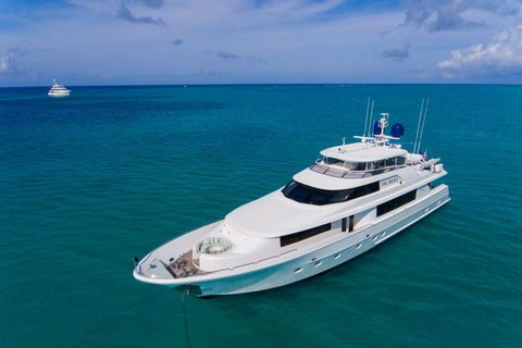 Yacht Charter Pipe Dreams | Ritzy Charters
