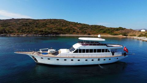 Yacht Charter CANEREN | Ritzy Charters
