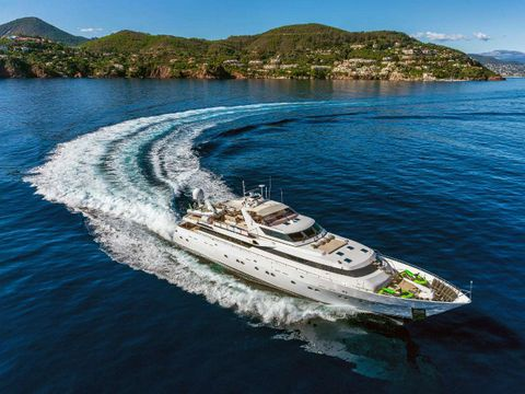 Yacht Charter SUNLINER X | Ritzy Charters