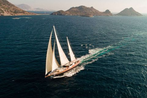 Yacht Charter DRAGON FLY | Ritzy Charters