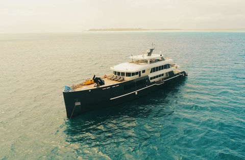 Yacht Charter BLACK PEARL 1   Ritzy Charters