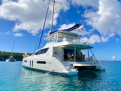 Yacht Charter TOUCH THE SKY | Ritzy Charters