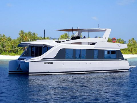 Yacht Charter OVER REEF | Ritzy Charters