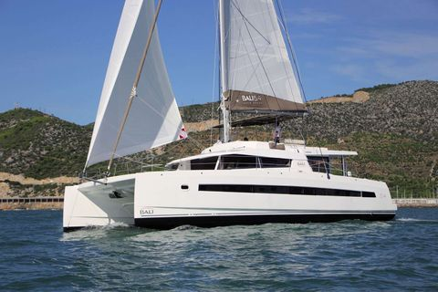 Yacht Charter Dream Jamesby | Ritzy Charters