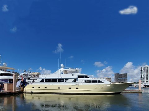 Yacht Charter A Place in the Sun   Ritzy Charters