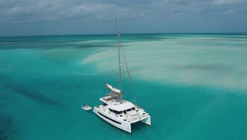 Yacht Charter SERENITY 4.8 | Ritzy Charters