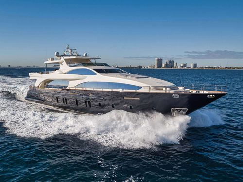 Yacht Charter VIVERE | Ritzy Charters