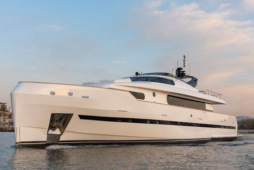 Yacht Charter PROJECT STEEL | Ritzy Charters