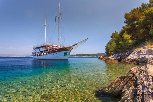 Yacht Charter CESARICA   Ritzy Charters