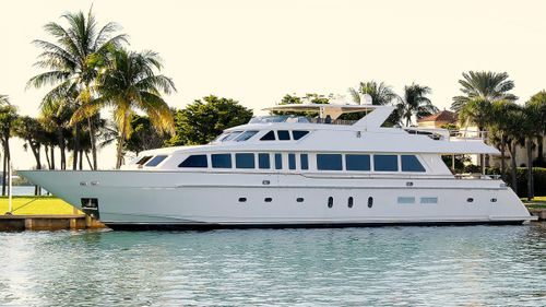 Yacht Charter BEACHFRONT | Ritzy Charters
