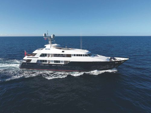 Yacht Charter PICNIC | Ritzy Charters