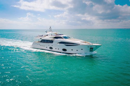 Yacht Charter AMORE MIO | Ritzy Charters