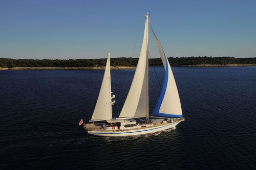 Yacht Charter Free Wings   Ritzy Charters