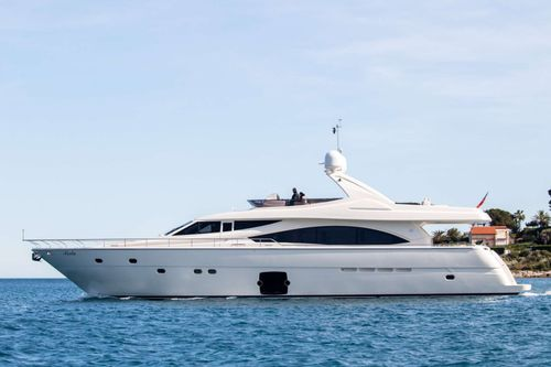 Yacht Charter PIOLA | Ritzy Charters