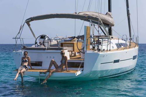 Yacht Charter Euribia | Ritzy Charters