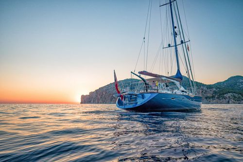 Yacht Charter BARE NECESSITIES | Ritzy Charters