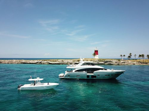 Yacht Charter HOT PURSUIT | Ritzy Charters