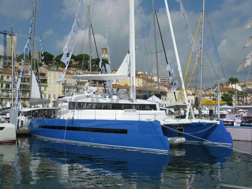 Yacht Charter Set Marine 625 - Set One | Ritzy Charters