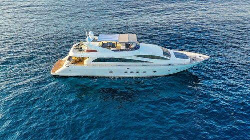 Yacht Charter AMER-ICA   Ritzy Charters