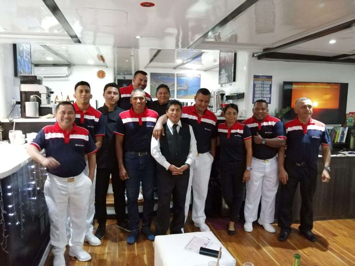 Yacht Charter Natural Paradise Crew