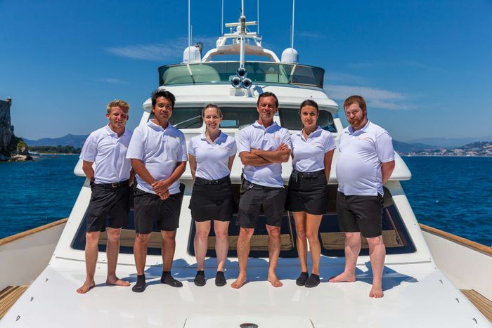Yacht Charter New star Crew