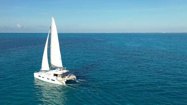 THE SPACE BETWEEN Yacht Charter - Ritzy Charters